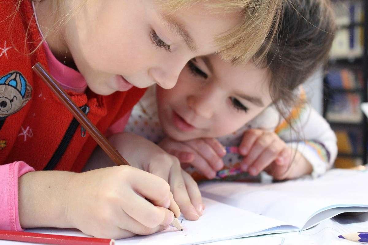 自闭症会严重影响孩子的学习、生活、社交能力